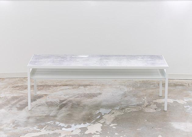 大阪のレンタルフォトスタジオ「UTSUBO STUDIO 3」のローテーブル